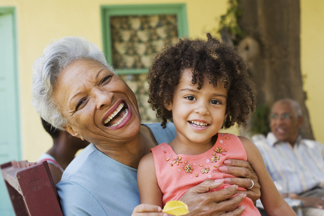 Image of a women and her grand daughter for the dentures page.